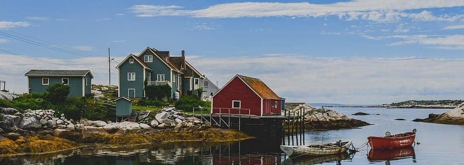 CAN_Maritimes_Landscape_Port-boat-houses-color