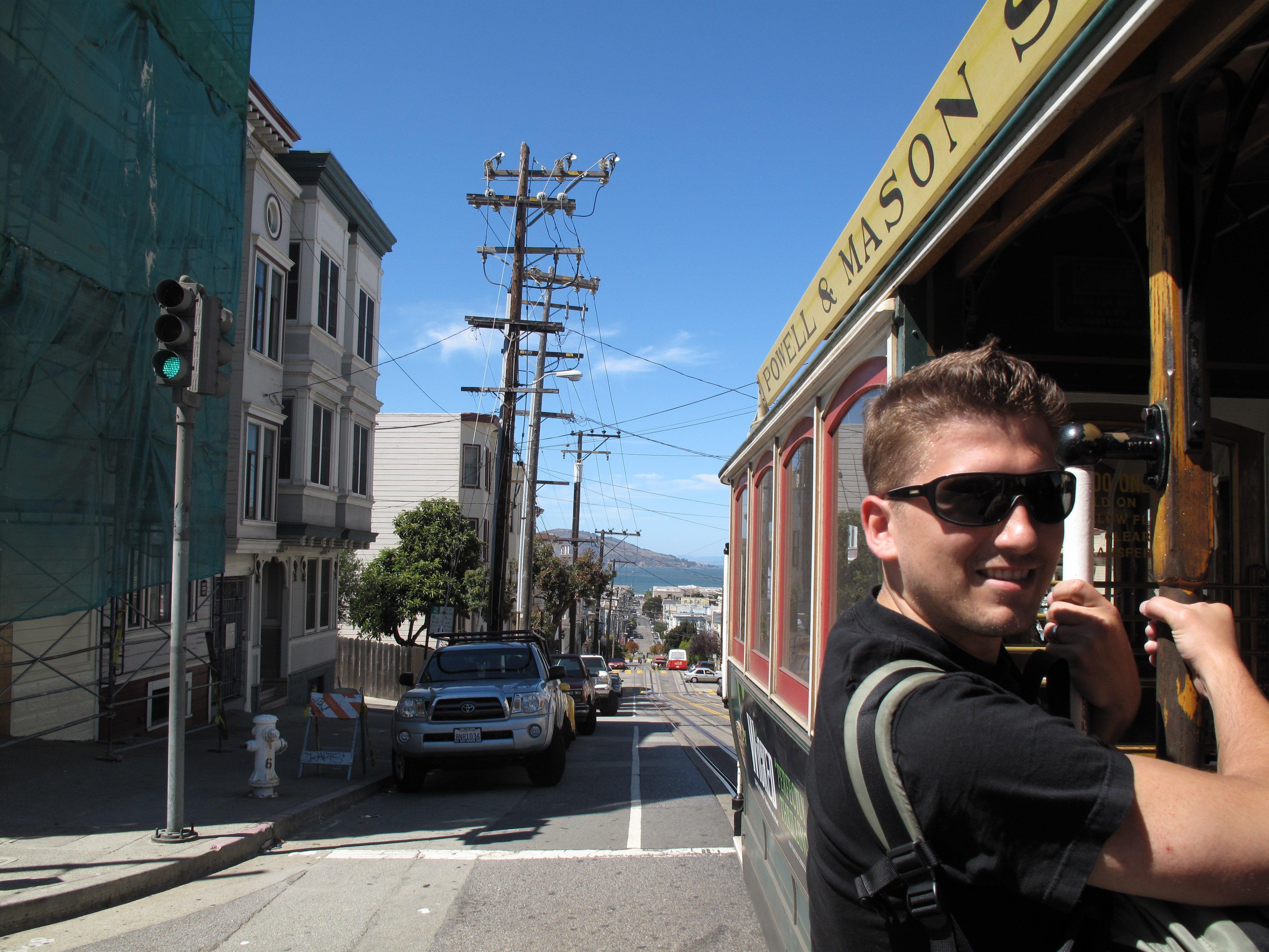 Jeune sur un trolley à San Francisco