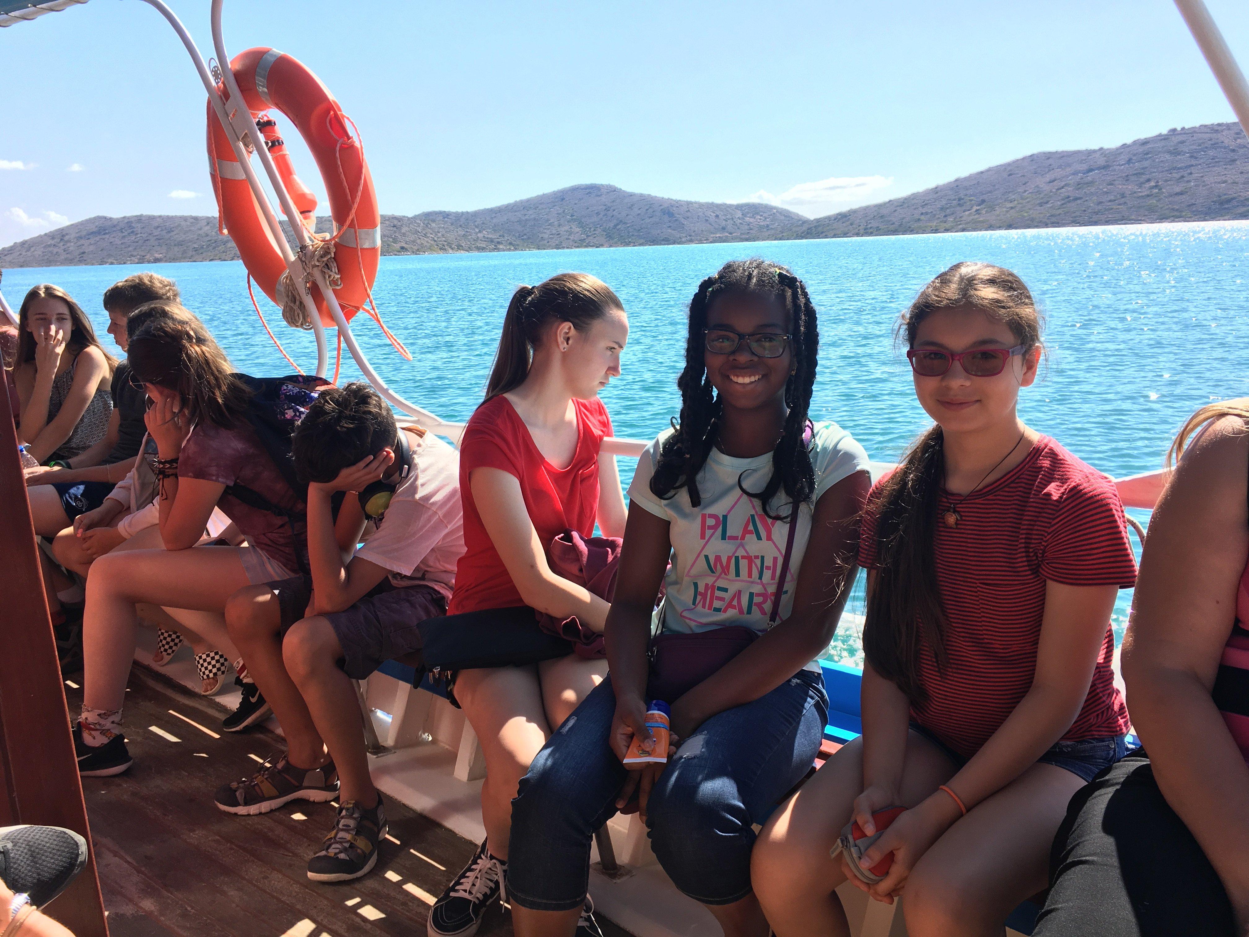 Jeunes en croisière dans le golfe Saronique
