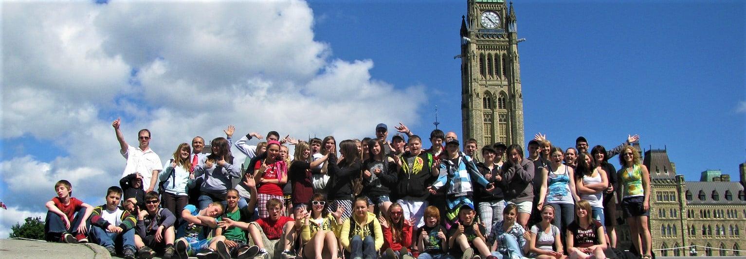 Photo de groupe devant le Parlement d'Ottawa