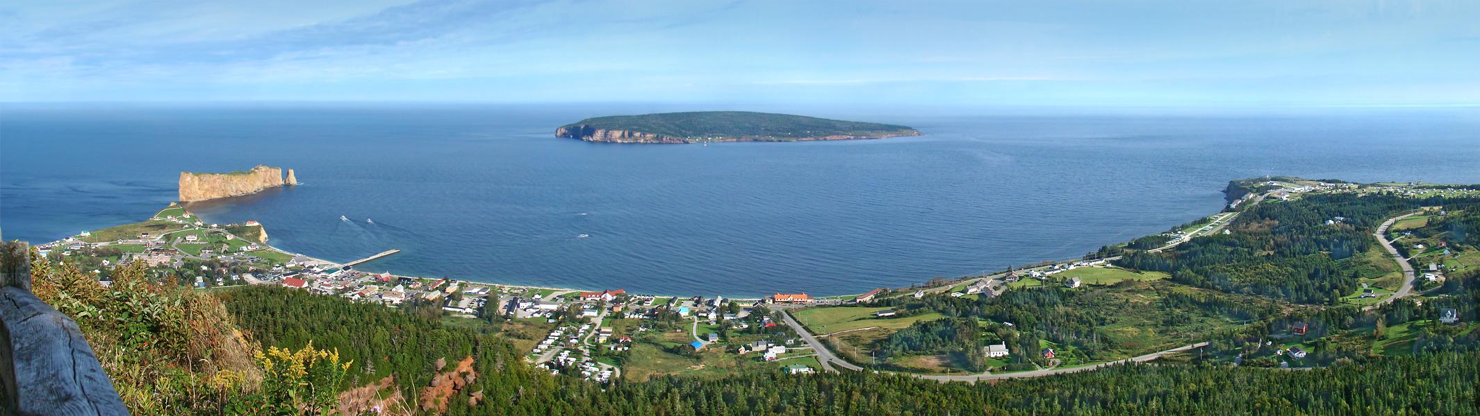 Panorama sur le Rocher Percé en Gaspésie